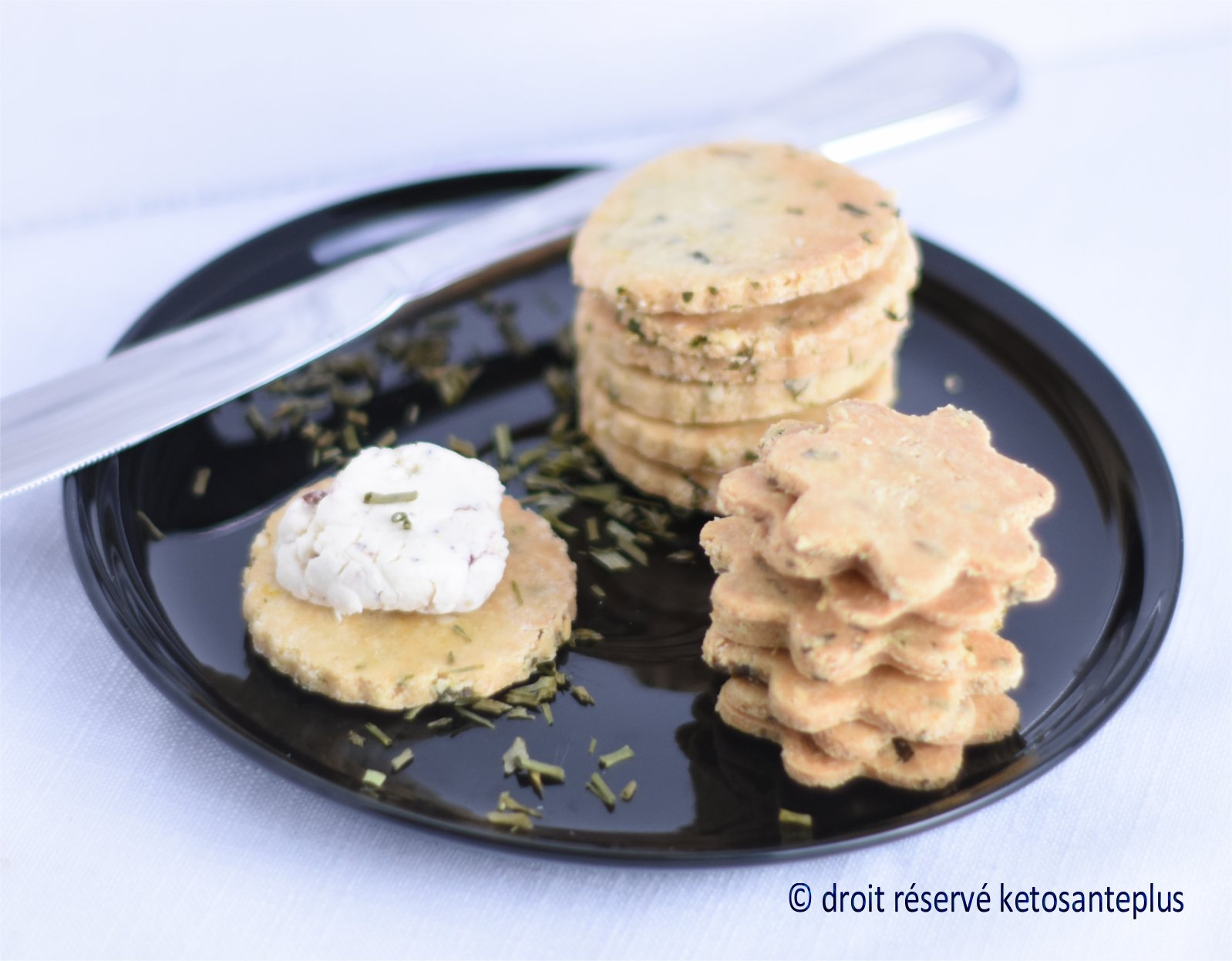 Craquelins à la crème sure et ciboulette keto